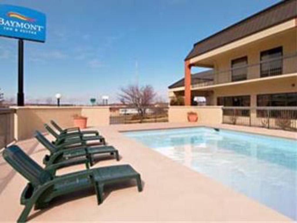 Schwimmbad Baymont Inn & Suites Topeka