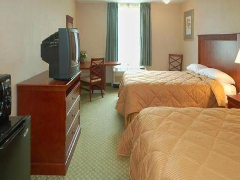 Double with 2 Double Beds - Non-Smoking Clarion Inn University