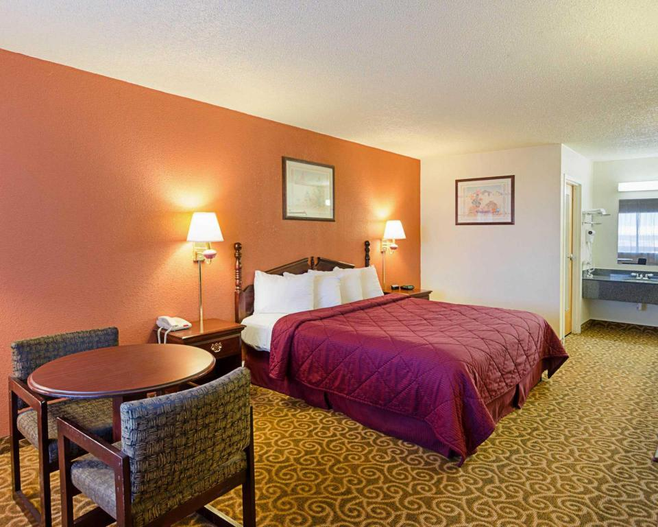 King Room SureStay Hotel by Best Western Childress