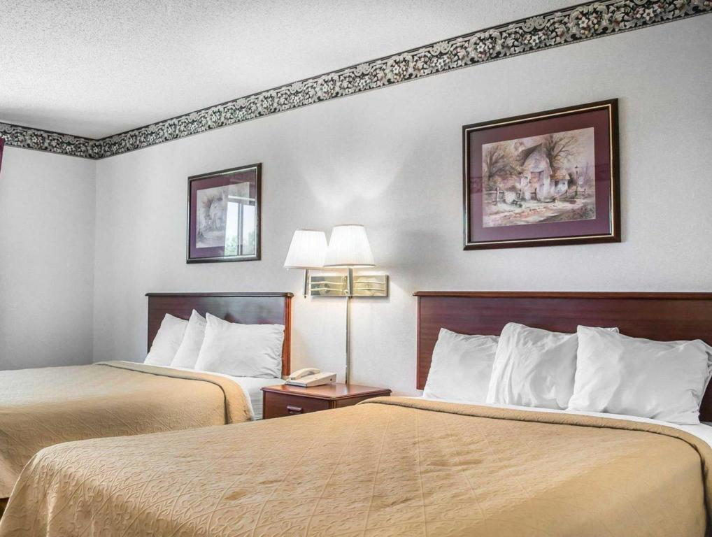 Queen Room with Two Queen Beds - Smoking Quality Inn & Suites