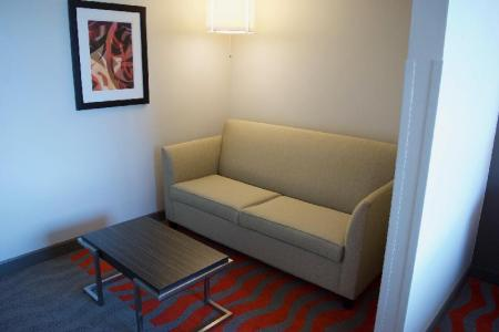 1 Queen Bed Suite Feature Non-Smoking - Plan cameră Holiday Inn Vancouver Airport Richmond
