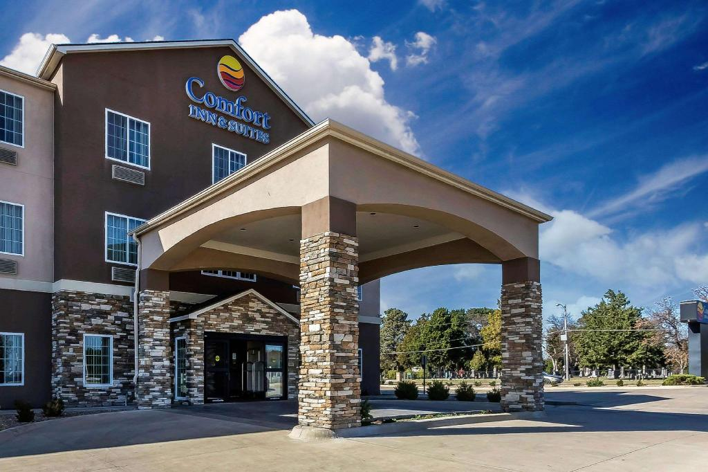 More about Comfort Inn & Suites near Bethel College