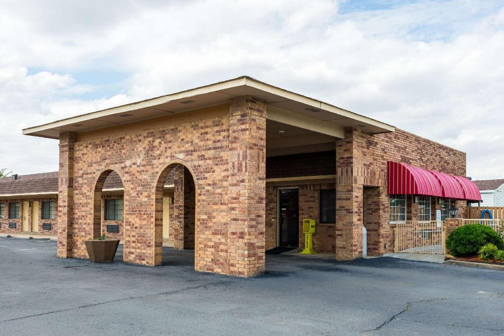 More About Econo Lodge And Suites Brinkley