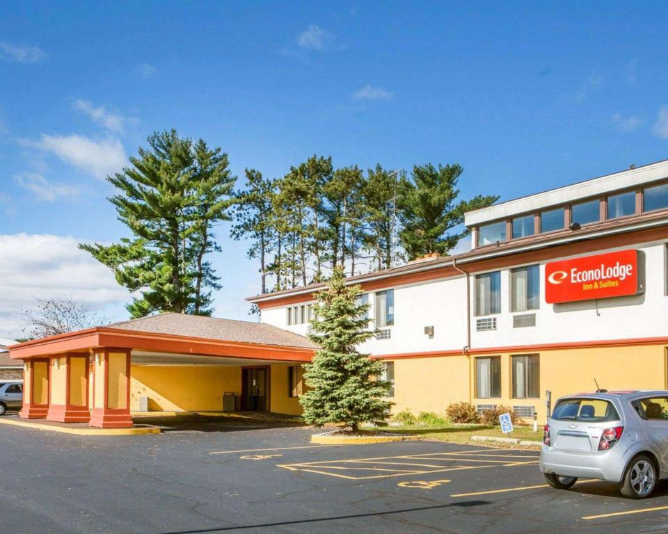 Econo Lodge Inn and Suites Stevens Point