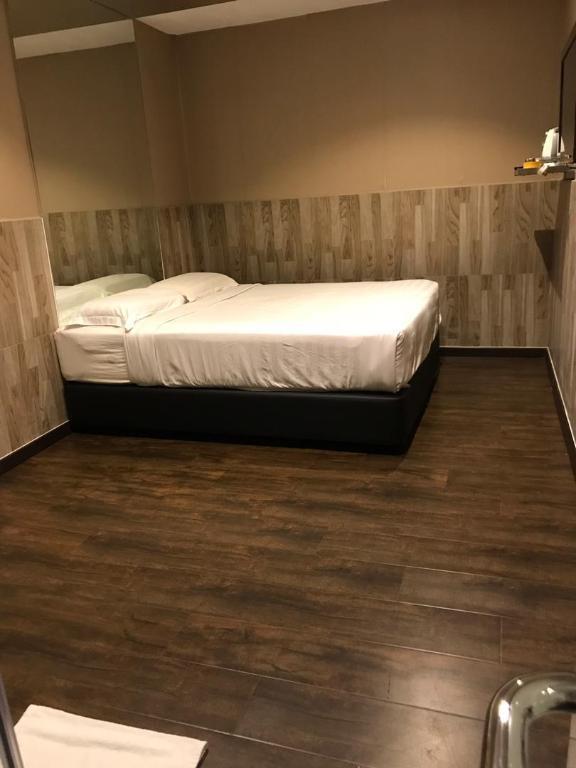 2 Bedroom Suites In Savannah Ga: Room Deals, Photos & Reviews