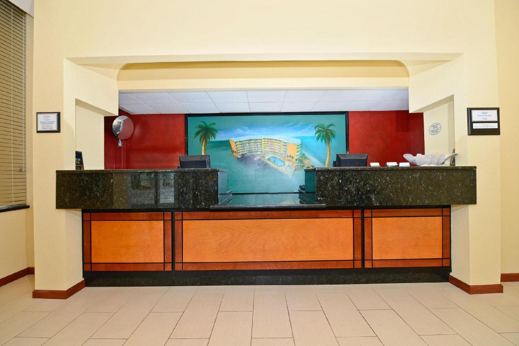 Lobby Lexington Inn & Suites  - Daytona Beach Shores, FL