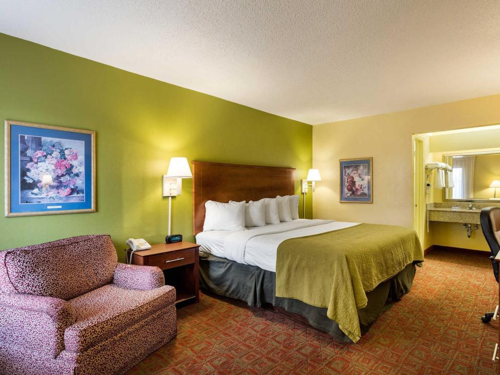 1 King Bed Nonsmoking - Guestroom Quality Inn