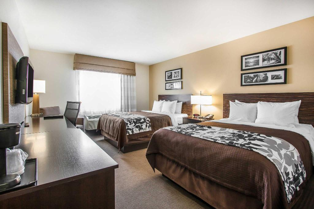2 Queen-size senge Sleep Inn and Suites Grand Forks
