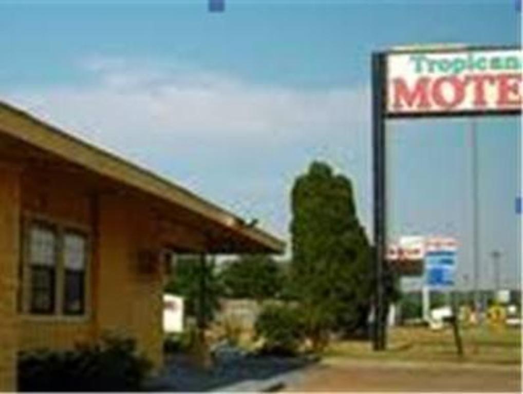 More About Tropicana Motel Bastrop