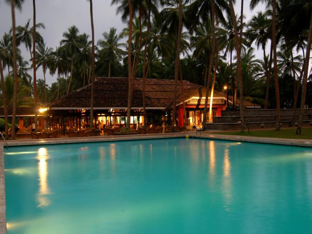 Swimming pool Club Bentota Hotel