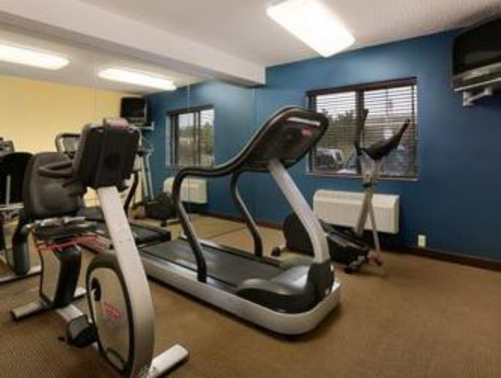 Fitness center Motel 6 Glendale WI