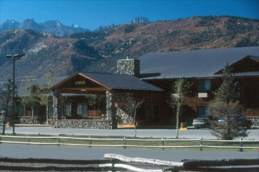 Exterior view Ridgway Lodge and Suites