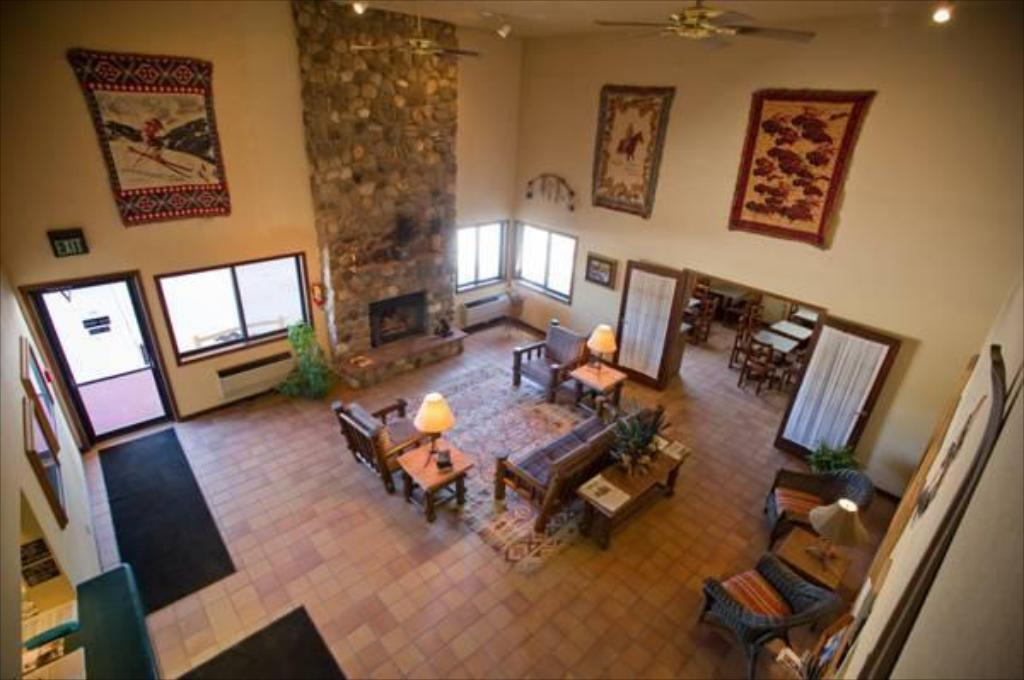 Lobby Ridgway Lodge and Suites