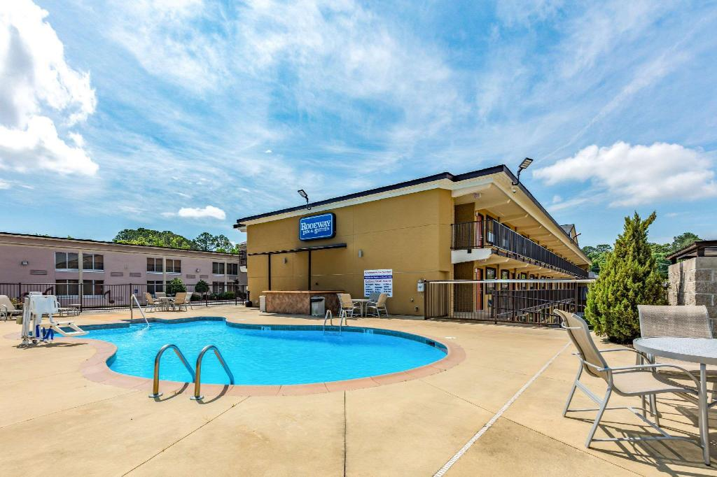 Rodeway Inn and Suites Tupelo in Tupelo (MS) - Room Deals ...