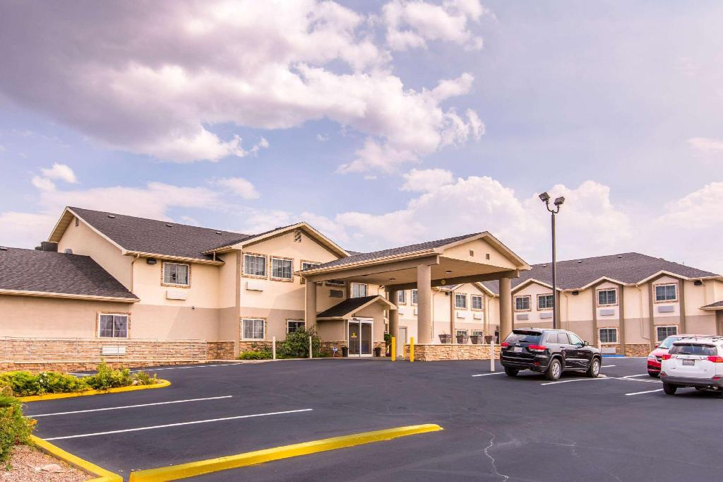 quality inn suites university laramie wy from 71. Black Bedroom Furniture Sets. Home Design Ideas