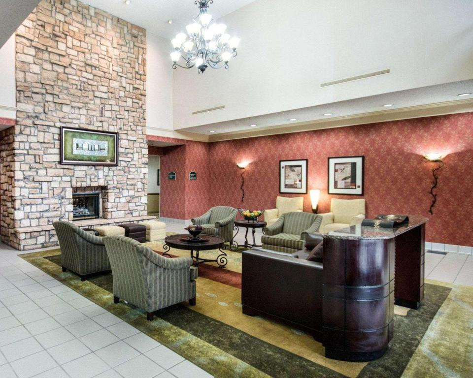 Lobby Comfort Suites Parkersburg South Mineral Wells