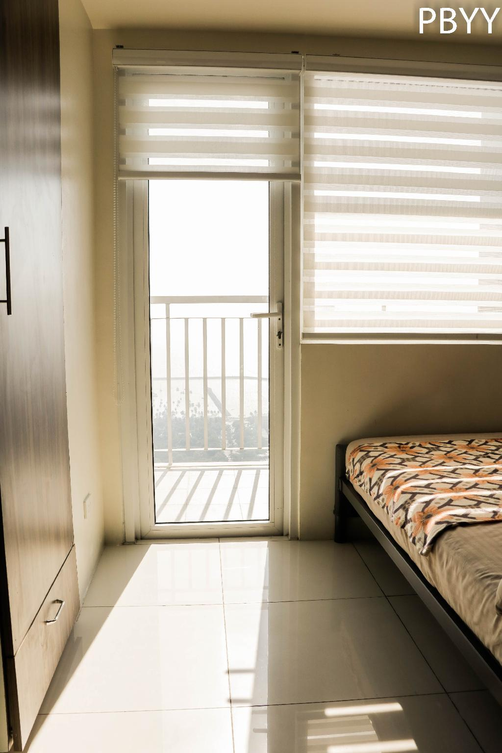 One Bedroom Condo Balcony In Metro Manila Netflix Entire Apartment Deals Photos Reviews