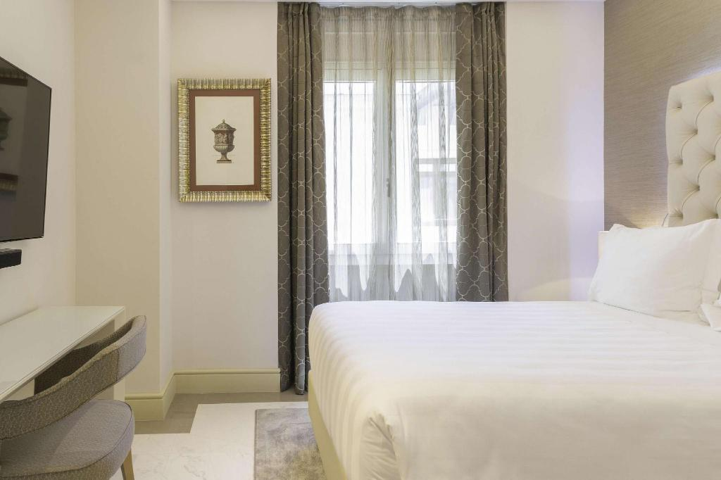 Comfort Double Room - Guestroom Aleph Rome Hotel Curio Collection by Hilton