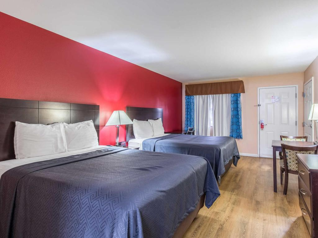 See all 26 photos Econo Lodge  Inn & Suites