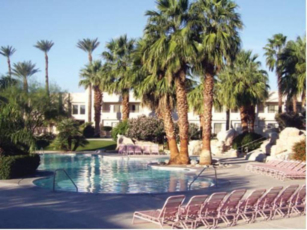 Басейн Miracle Springs Resort and Spa