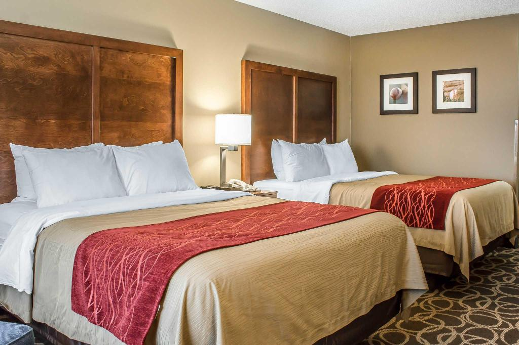 Queen Room with Two Queen Beds - Non-Smoking Comfort Inn