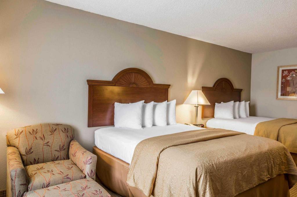 quality inn suites in eufaula al room deals photos. Black Bedroom Furniture Sets. Home Design Ideas