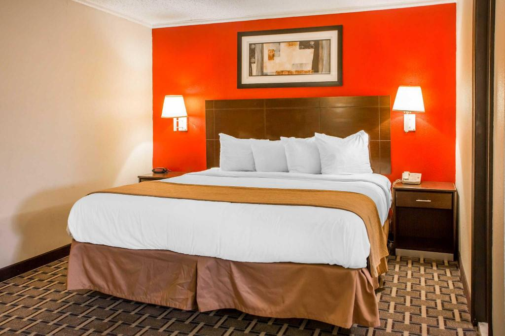 King Room - Smoking Quality Inn and Suites Millville - Vineland