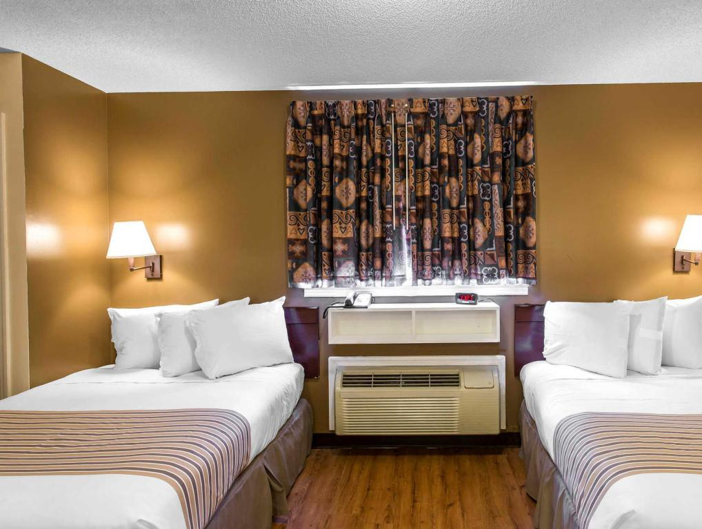 Double Queen Bed - Guestroom Suburban Extended Stay Hotel