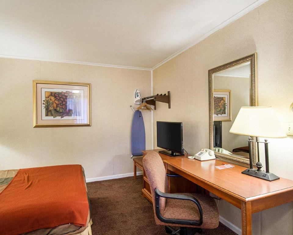 See all 25 photos Econo Lodge Inn & Suites