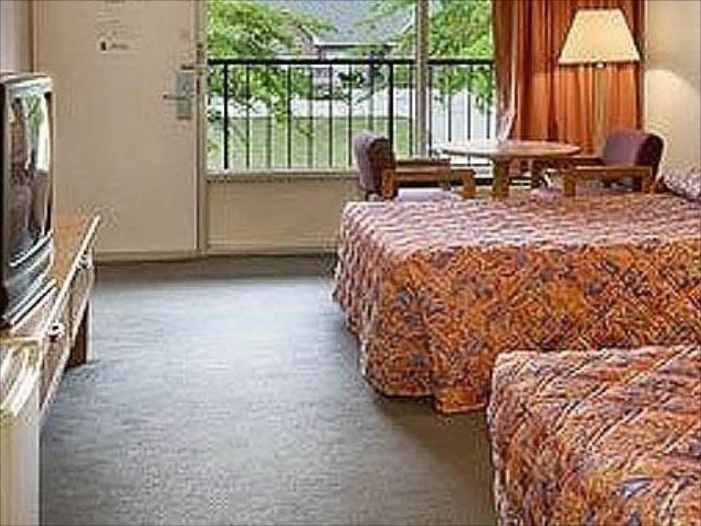 2 Double Beds Nonsmoking - Guestroom Town and Country Inn Suites Spindale