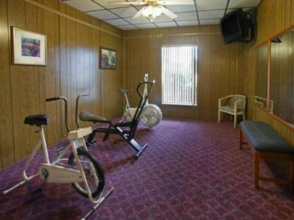 fitness centrum Town And Country Inn