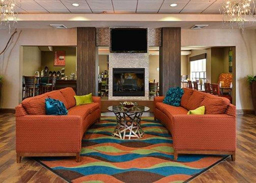 Lobby Holiday Inn Express & Suites Junction City