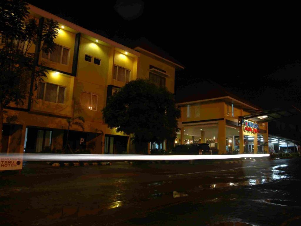 Pondok Jatim Park Hotel Cafe In Malang Room Deals Photos Reviews