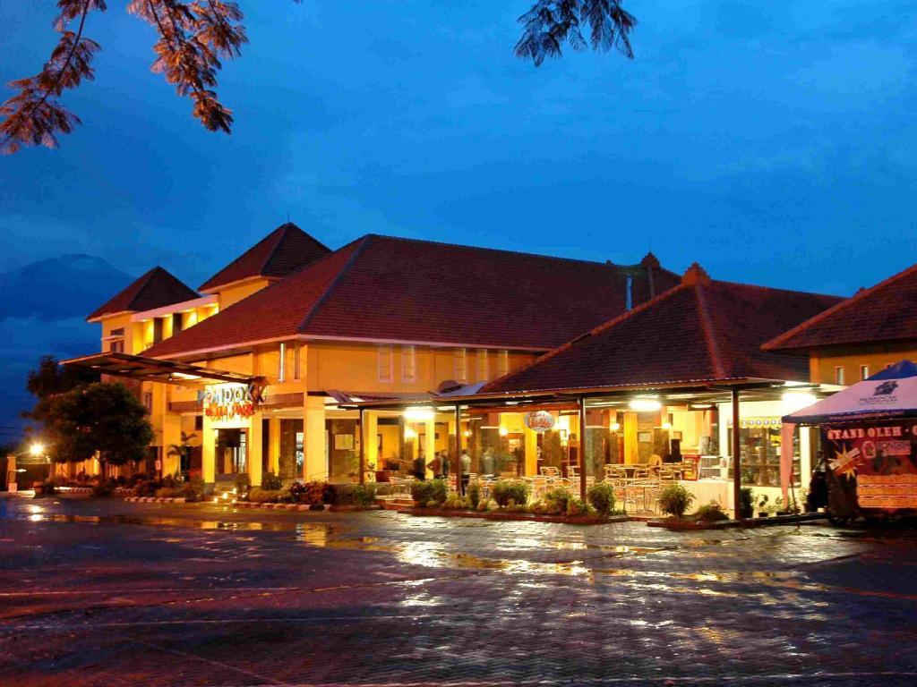 Best Price On Pondok Jatim Park Hotel Cafe In Malang Reviews