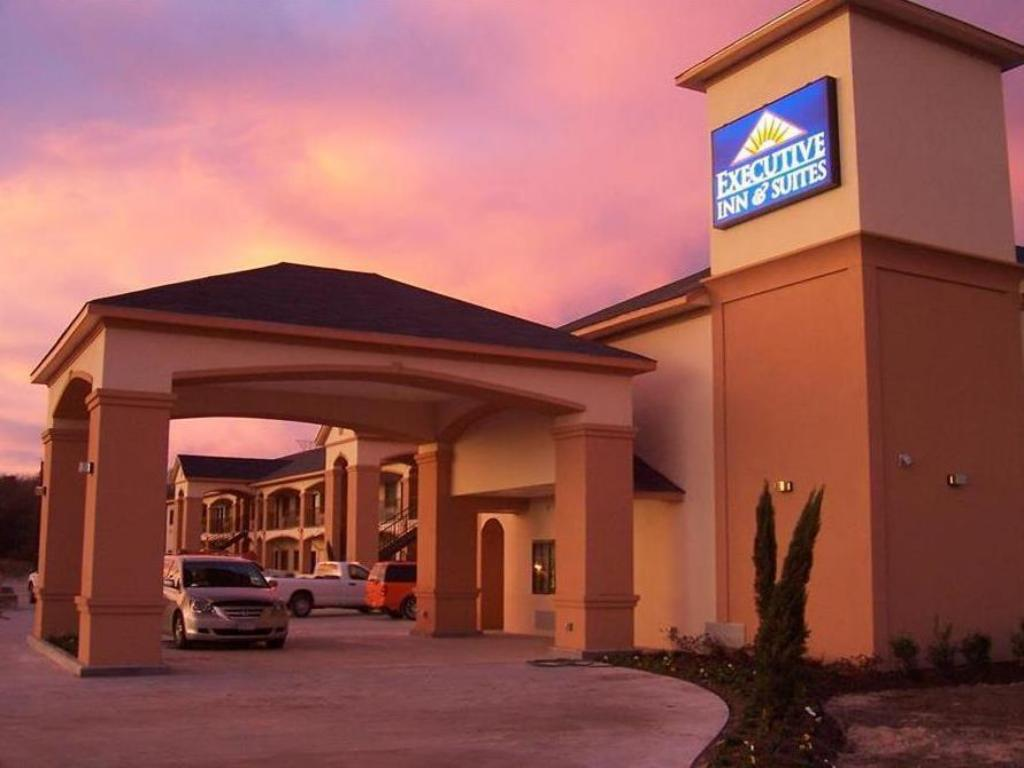 Exterior view Executive Inn and Suites Joaquin