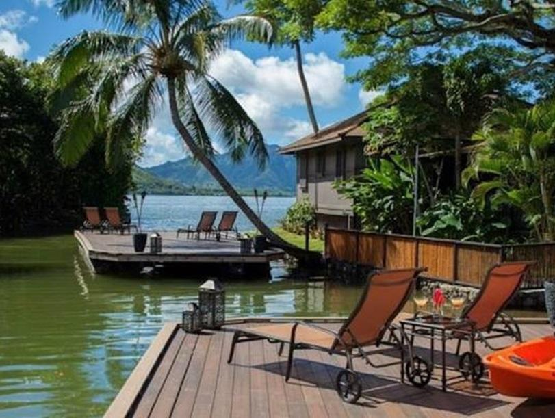 Tropical paradise with a boutique hotel and a golf course for 6 100 000