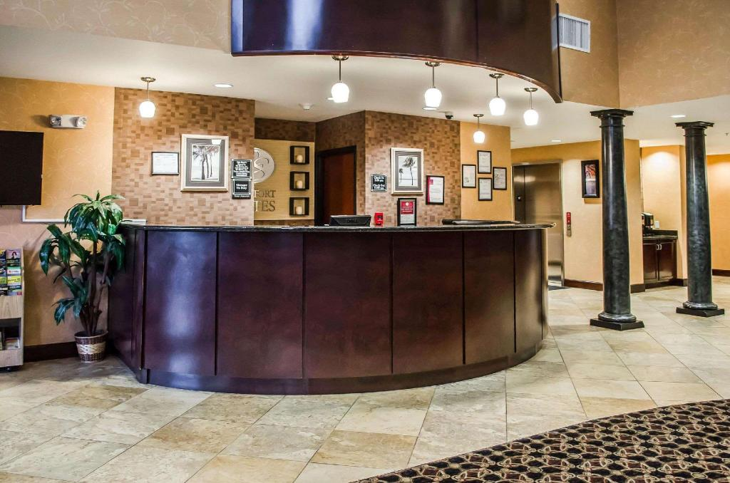 Lobby Comfort Suites Mobile