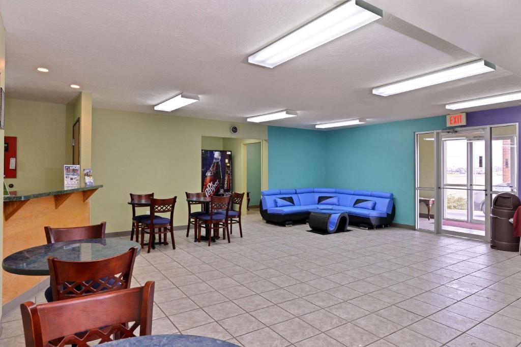 Lobby Americas Best Value Inn Seymour Mo