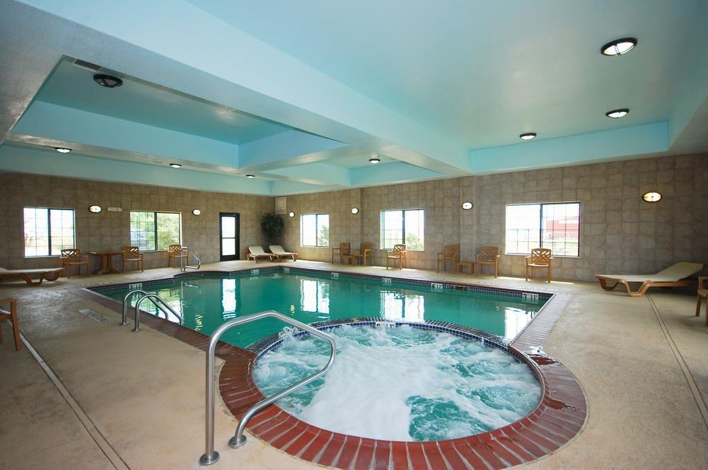 Swimming pool Best Western Henrietta Inn and Suites