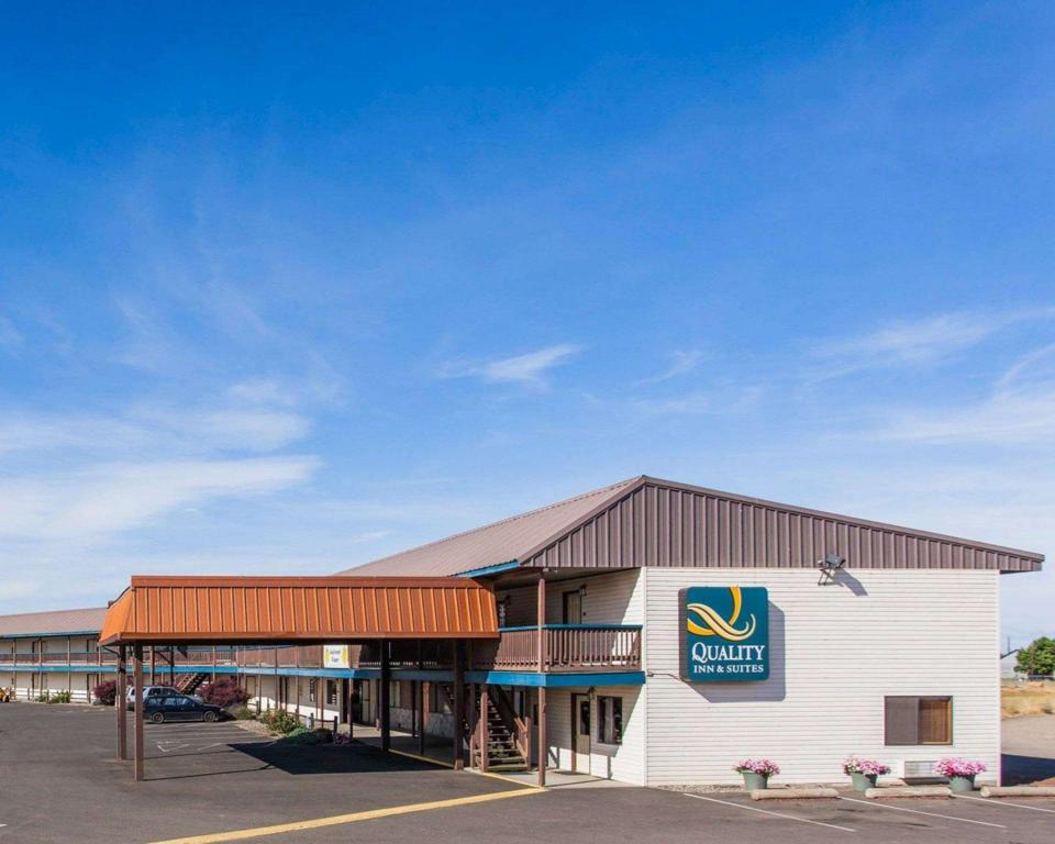 Quality Inn & Suites in Goldendale (WA) - Room Deals, Photos