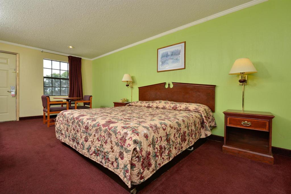 1 King Bed Non-Smoking - Guestroom