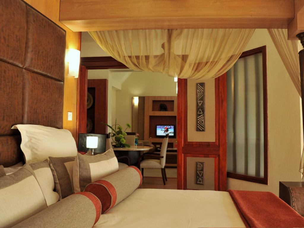 Presidential Room - Guestroom Cresta Mowana Safari Resort & Spa