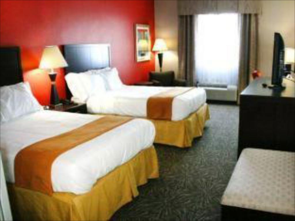 2 Bed Hearing Accessible Non-smoking - Guestroom Holiday Inn Express Toledo North