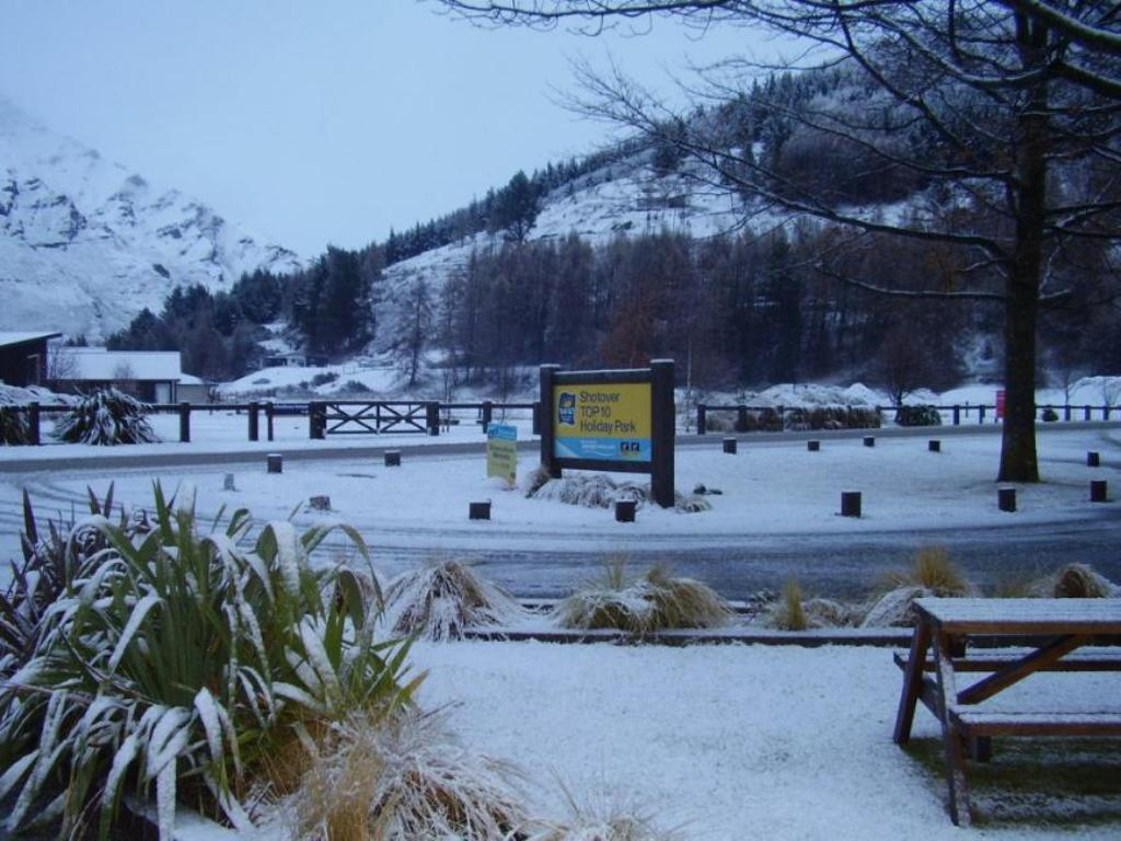 Exterior view Queenstown TOP 10 Holiday Park