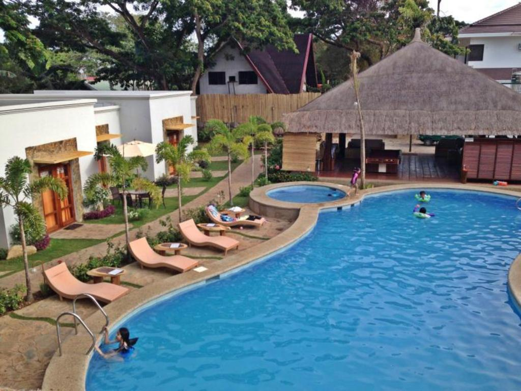 Swimming pool Acacia Tree Garden Hotel