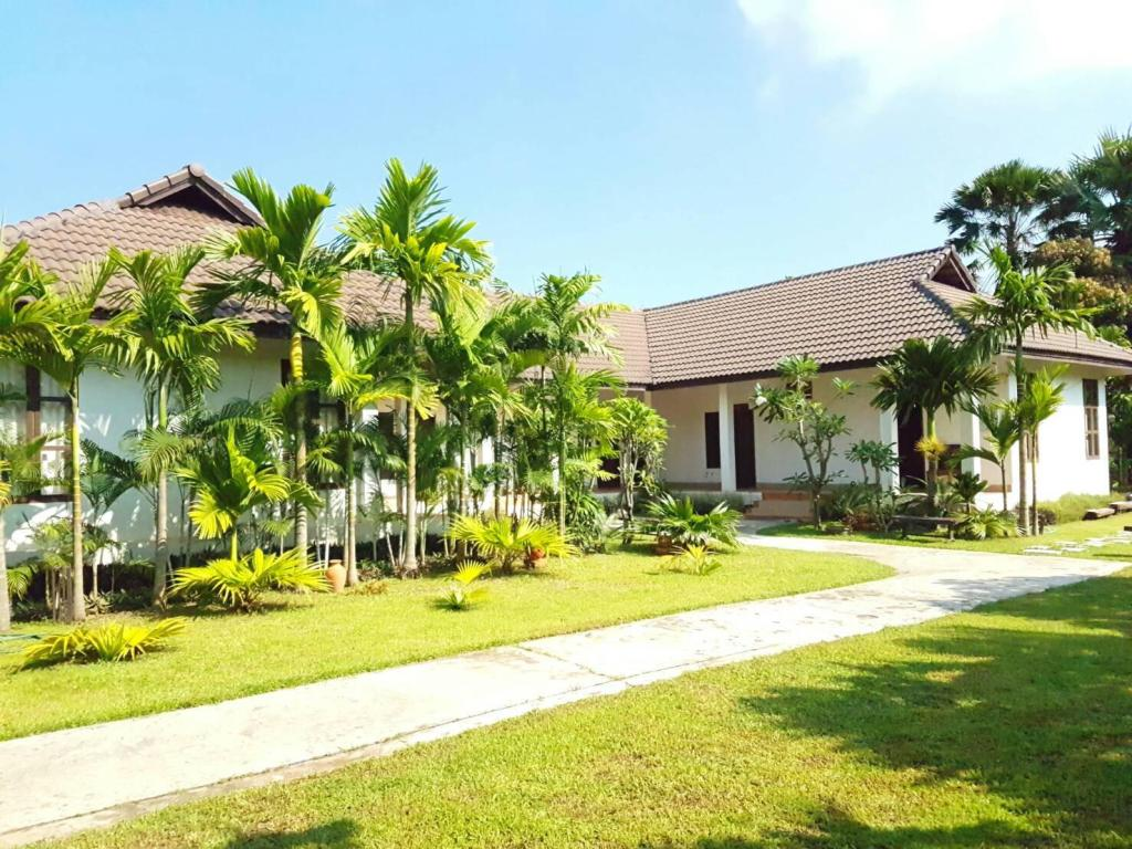 More about Villa Thakhek