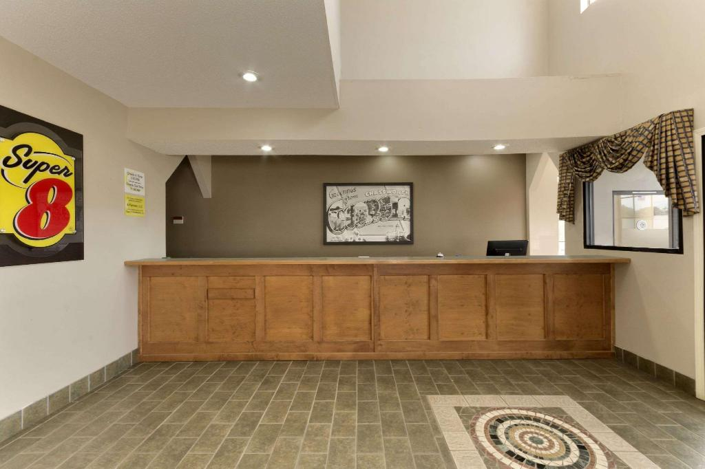Lobby Super 8 By Wyndham Chatsworth/Dalton