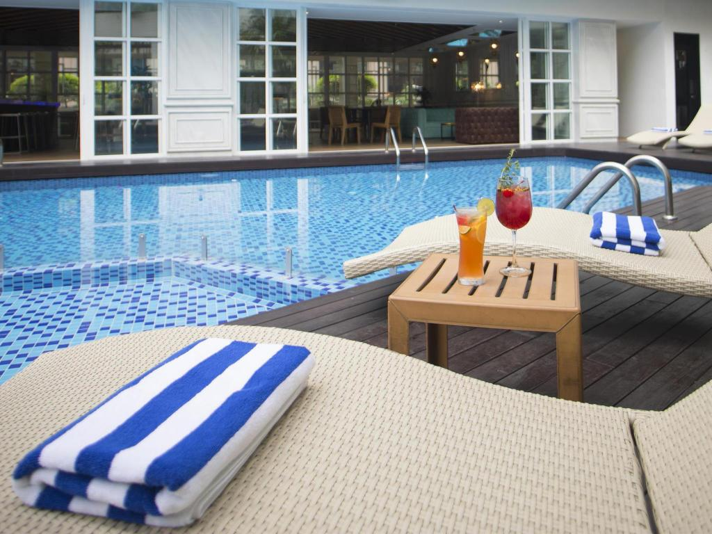 Melia kuala lumpur in malaysia room deals photos reviews - Homestay in kuala lumpur with swimming pool ...