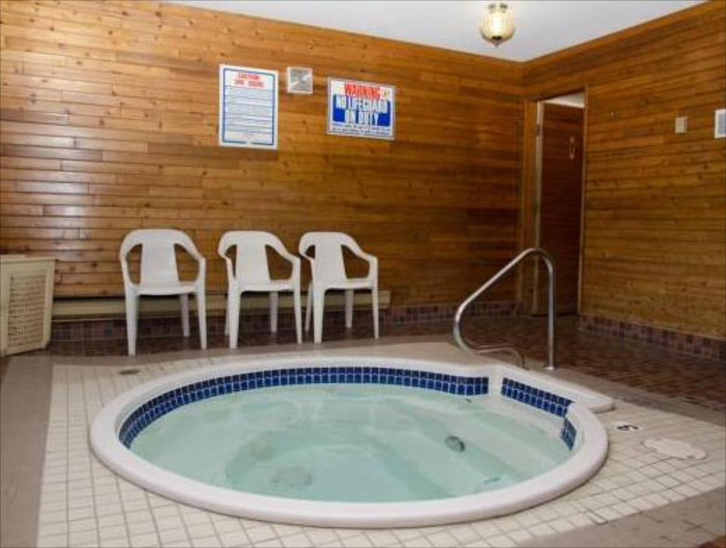 Hot tub Swiss Village Inn