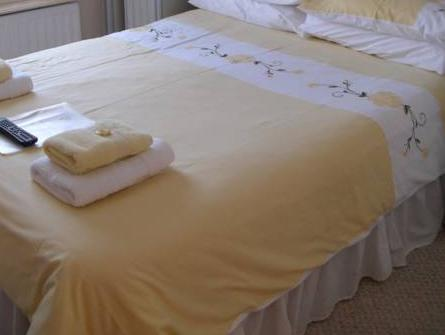 Standard Double Room with shared shower - No Pets
